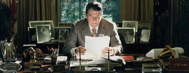Ronald Reagan in Oval Office